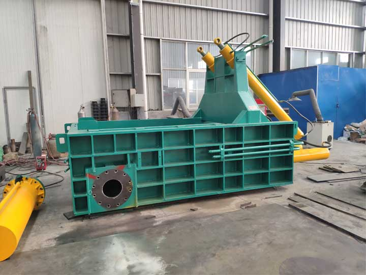 Horizontal metal baler