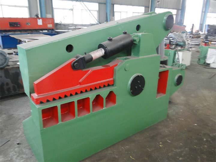 the scrap metal cutting machine